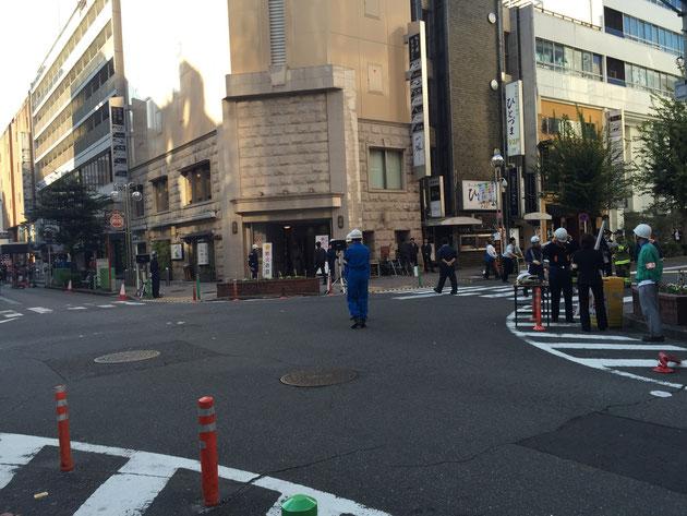 物々しい雰囲気の名古屋・栄一の繁華街。錦三丁目。