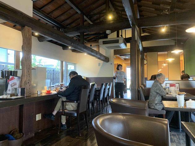 昔から通う喫茶店auraさん。インテリアもカップも素敵。