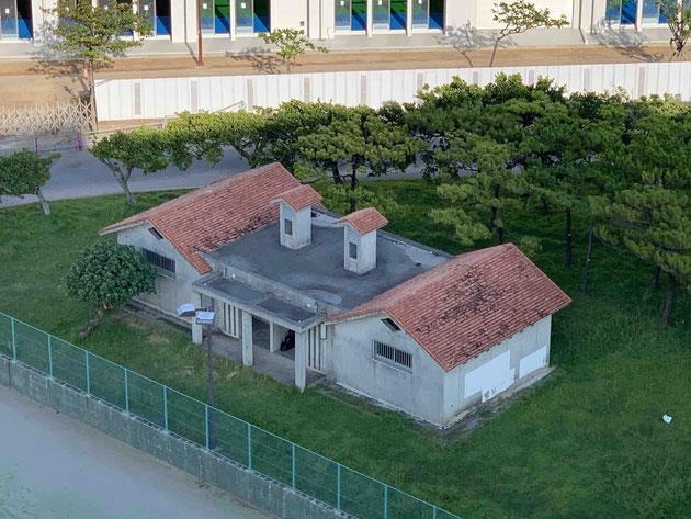 ラグナガーデンホテルの窓から見えたすごい建物!!!カニハウス!!!