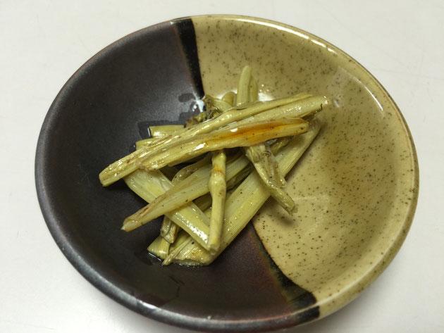 昨日下ごしらえしたイタドリを調理してみました。果たしてお味は?
