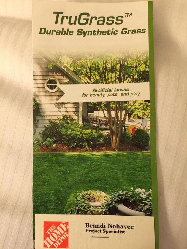 パンフレットの写真からでは本物か人工芝かの違いはわからない