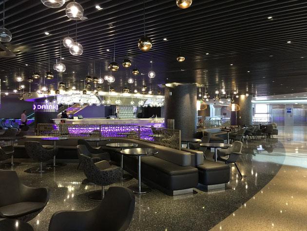 ロサンゼルス国際空港の店舗デザインがとてもオシャレでした