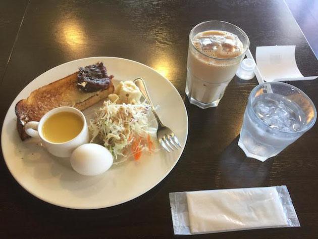 安定の小倉トーストのモーニング。アイスのカフェオレと一緒で450円だったかな?