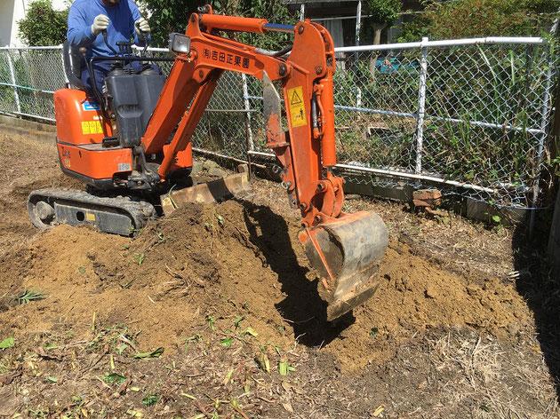 アタッチメントの下の部分が収納された状態。これなら土を掘りやすい!