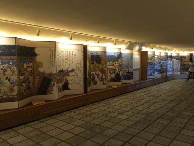 内宮おかげ参道の地下通の中は素敵な屏風絵が書かれている。