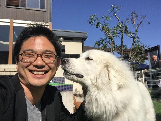 こちらは犬とスマイル協会の研修での一コマ。ワンコと一緒だとこんな顔になるガーデンドクター柴ちゃん!
