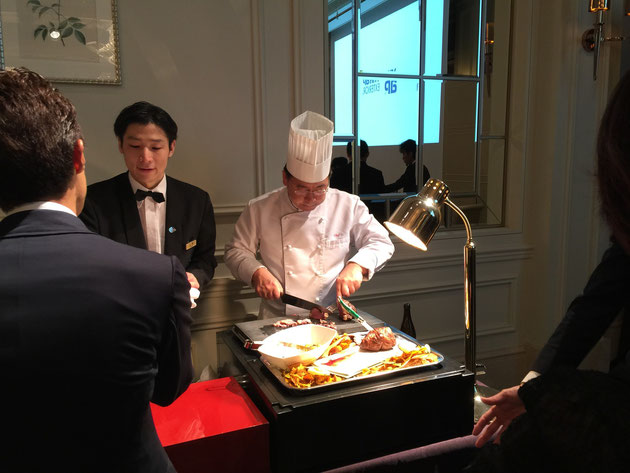 授賞式にはシェフも登場!素晴らしいお肉を取り分けてくださいました。