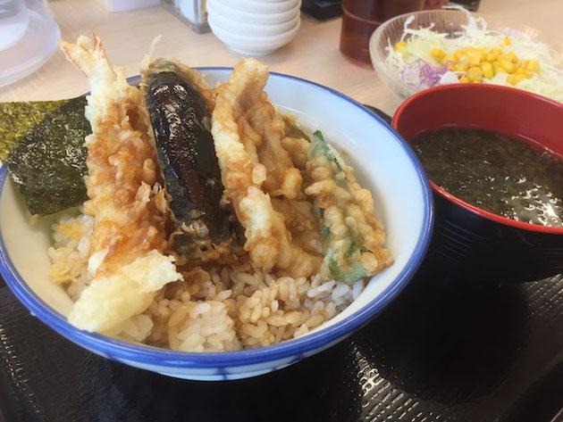 39天丼とみそ汁とサラダ。これで540円!最高ですね!!!