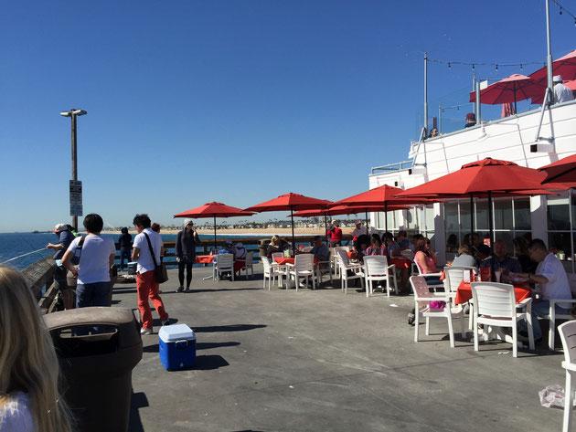 桟橋の先には広い場所がありました そこにはアメリカで有名なバーガー屋さんRubysが
