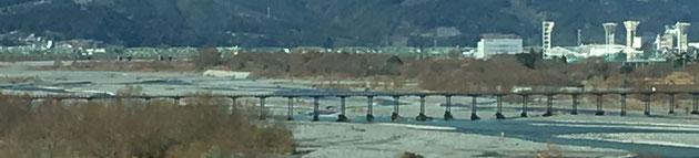 大井川にかかる蓬莱橋