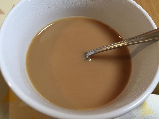 完全にコーヒー牛乳の色になったどんぐりコーヒー牛乳
