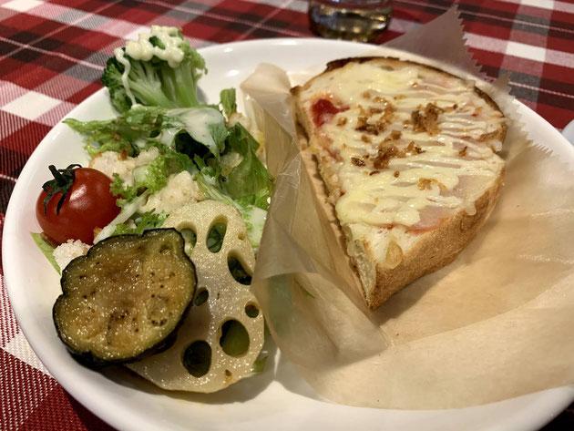 カフェ スマイリードッグスさんの素敵なチーズトーストのモーニングセット