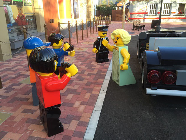 レゴで表現されたハリウッド女優が車から降りるというワンシーン