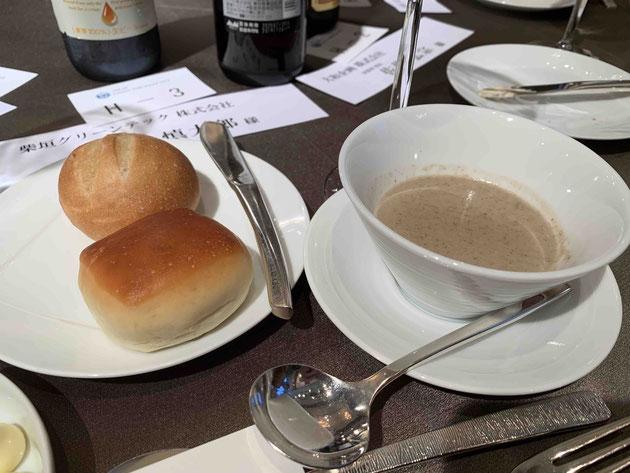 このスープ美味しかった!ごぼうとトリュフのポタージュ。