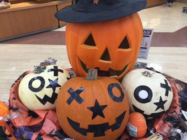 スーパーでもかぼちゃコーナーがハロウィン仕様になっていました!!!