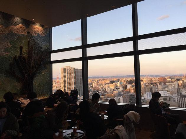 JRゲートタワー15階に有るスターバックスから見た景色。最高!