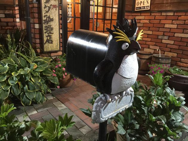 ポケストップのペンギンポスト。アメリカンタイプのポストだ!