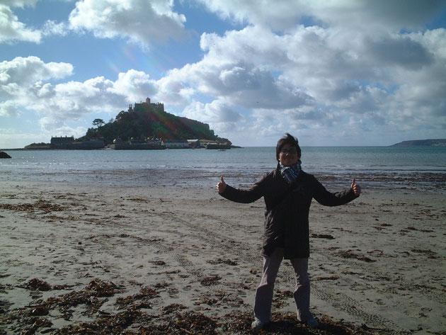 イギリスにあるモンサンミッシェル「St.Michel's mount」でダブル親指立て!いいね!!!