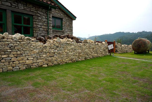 素敵なドライストーンウオーリングの壁。雰囲気最高!ここはイギリスか?