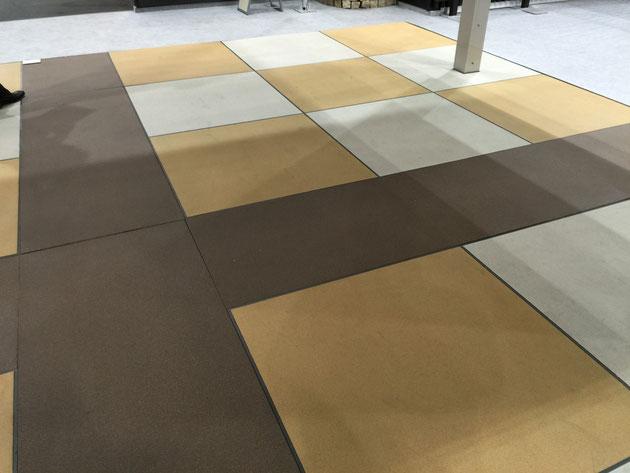 これは、エクステリア&ガーデンフェア2015で見た床の仕上げ材 コンクリートの上に薄塗りして仕上げる四国さんのエクランEX