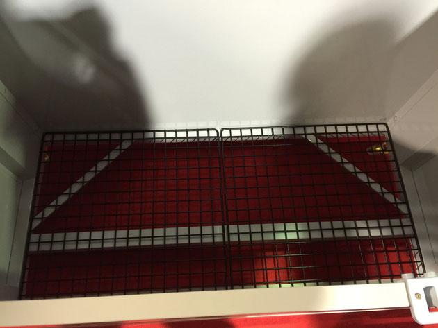 メッシュ床タイプのダストボックスミニ。さらに下からこのメッシュ材が取り出せる仕組みになっています。