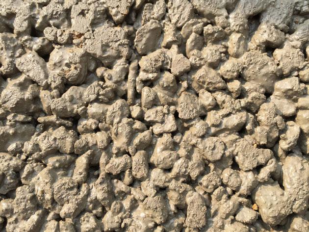 簡易透水性コンクリート舗装「ドライテック」の表面。何が他のコンクリートと違うのか?