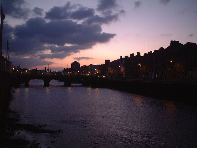 美しいアイルランド・ダブリンの夕暮れ。ライティングが映える素敵な街でした。
