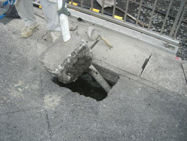 基礎コンクリートごと引っこ抜きました。