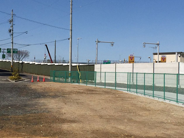 高速道路の壁は緑化される!