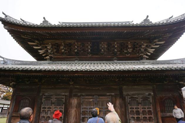 国宝の瑞龍寺の仏殿。ここまで来ると凄いの言葉しか出てこない。