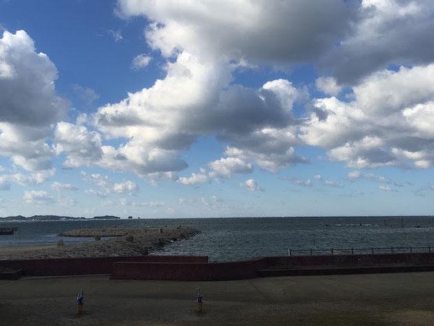 紀伊田辺の海。一部分は海水浴が出来る様にビーチになっていた。