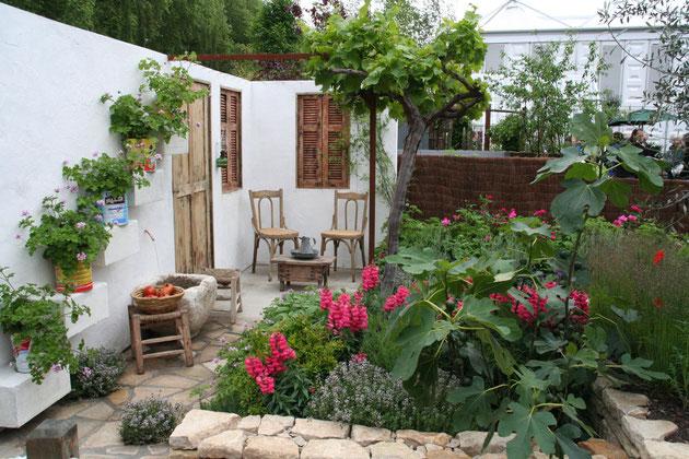 天白区で外構工事をさせて頂いたお客様のところへお邪魔したら、花壇が素敵な野菜畑に!!!こちらは以前チェルシーフラワーショウで撮影したガーデンです。