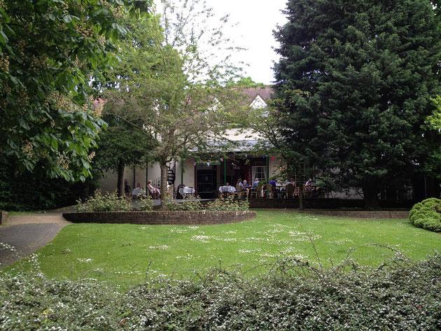 柴ちゃんお気に入りのカフェも公園の中にある。大聖堂のすぐ近く。