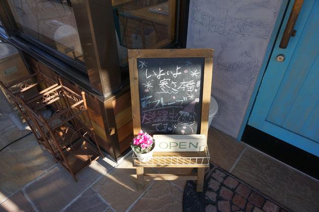 そして、入り口には薪ストーブの文字が!!!これは楽しみ!!!