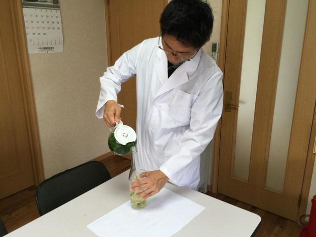 ガーデンドクター柴ちゃん、バジルシードドリンク作成中!