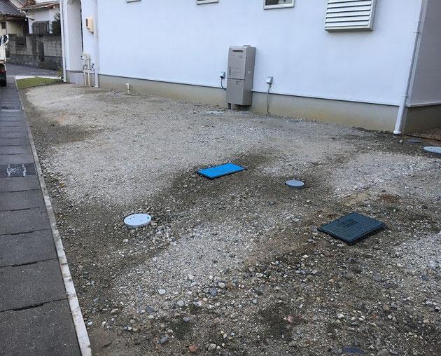砕石敷き仕上げの駐車場