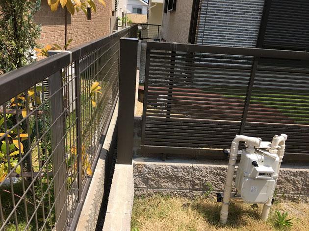 隙間のブロックの上に角柱を設置。これで脱走は出来ないはず。