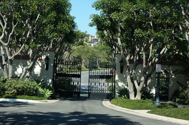 高級住宅地へ入る為には、門番の居るゲートを二つ入って行かないとたどり着けない。