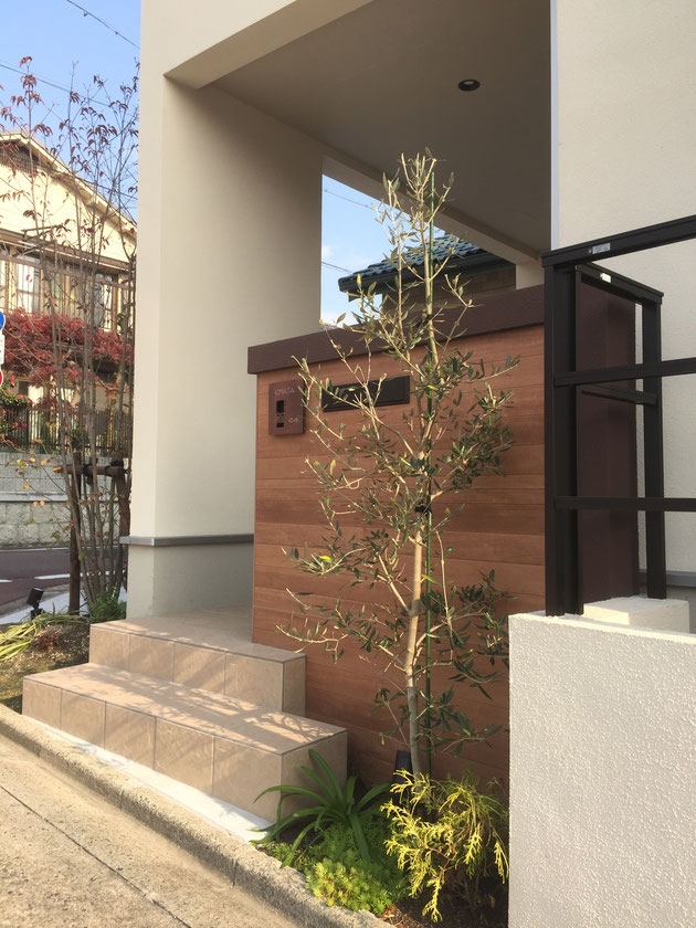 木目調の素敵な門塀のあるエクステリアが名古屋市で完成しました!