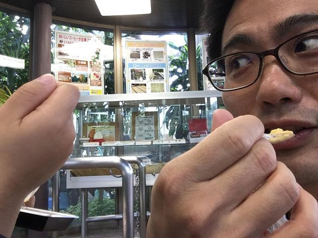 ドリアンを食べるガーデンドクター柴ちゃん!