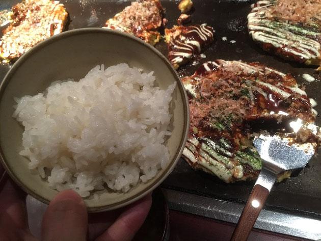 つやつやのお米とソースたっぷりのお好み焼き!最高の組み合わせだぜ!!!