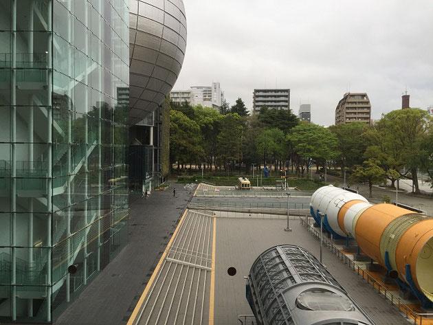 名古屋市科学館。巨大な球状の建物が目をひきますね。