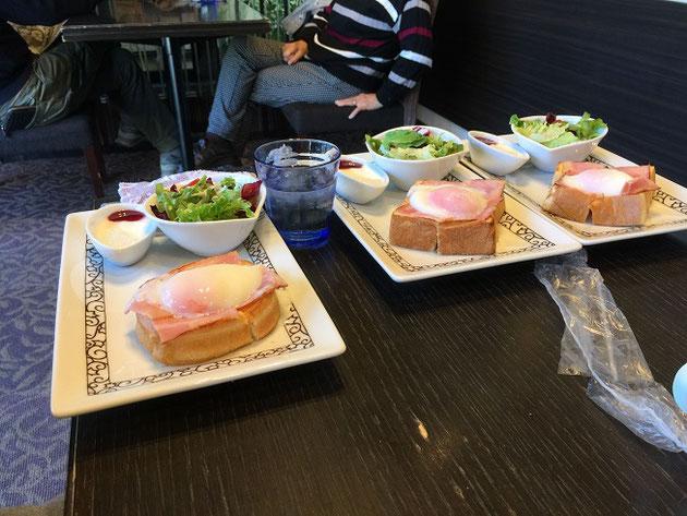 うちの家族に大人気のエッグベネディクトのモーニング!珈琲代金プラス250円!