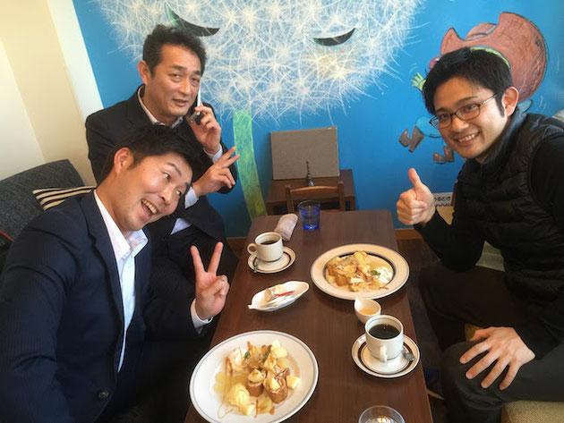 尾張旭市の庭カフェさんで懇親を深める東松さんと池之上さんと柴ちゃん。