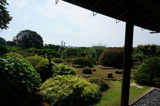 南に面した好文亭の庭高木が殆ど見えない。この理由は好文亭の2階に行くとわかる。