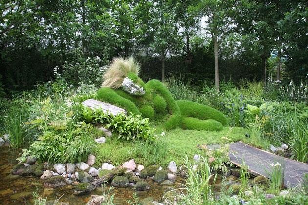 2006年、イギリスでのチェルシーフラワーショウに参加したときに見つけたトピアリー 衝撃でした