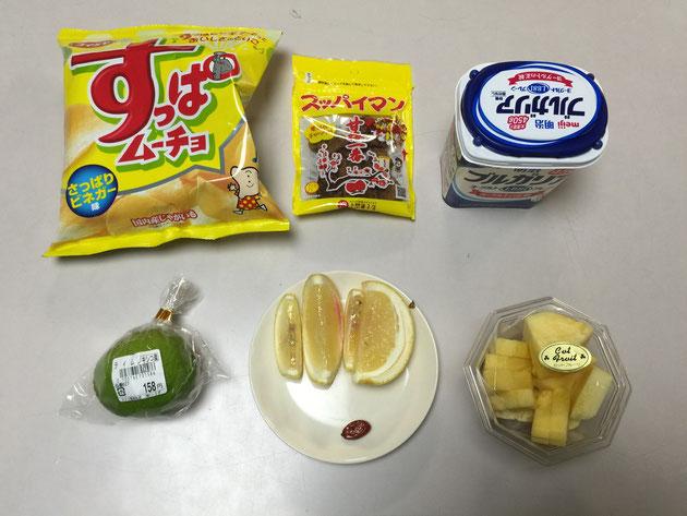 ミラクルフルーツを食べて挑戦するのはレモン、ライム、パイン、ヨーグルト、スッパイマン(梅干)、すっぱムーチョの6種だ!