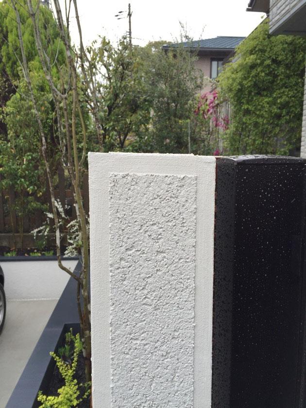 ブロック塀の天端(てんば)の雨仕舞 どちらかに勾配を付けることで片方に汚れが付くのを防ぐことが出来る