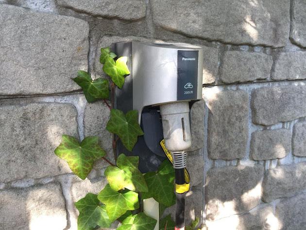 必需品となった電気自動車充電用のコンセント!