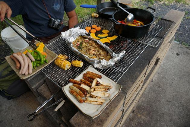 大きめのバーベキュースペースで一気に料理が出来上がる!